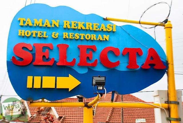 Papan baliho Taman Rekreasi Hotel dan Restoran Selecta di Kota Batu