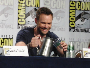 Photo: Saturday (Dana) - TV Guide Fan Favorites panel; Joel McHale