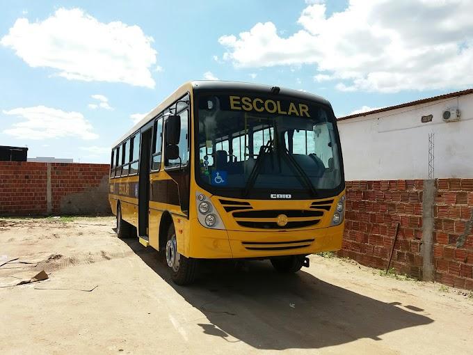 Acidente por volta das 7hrs e 10 minutos, desta quinta(28), envolvendo este ônibus da prefeitura de João Câmara.