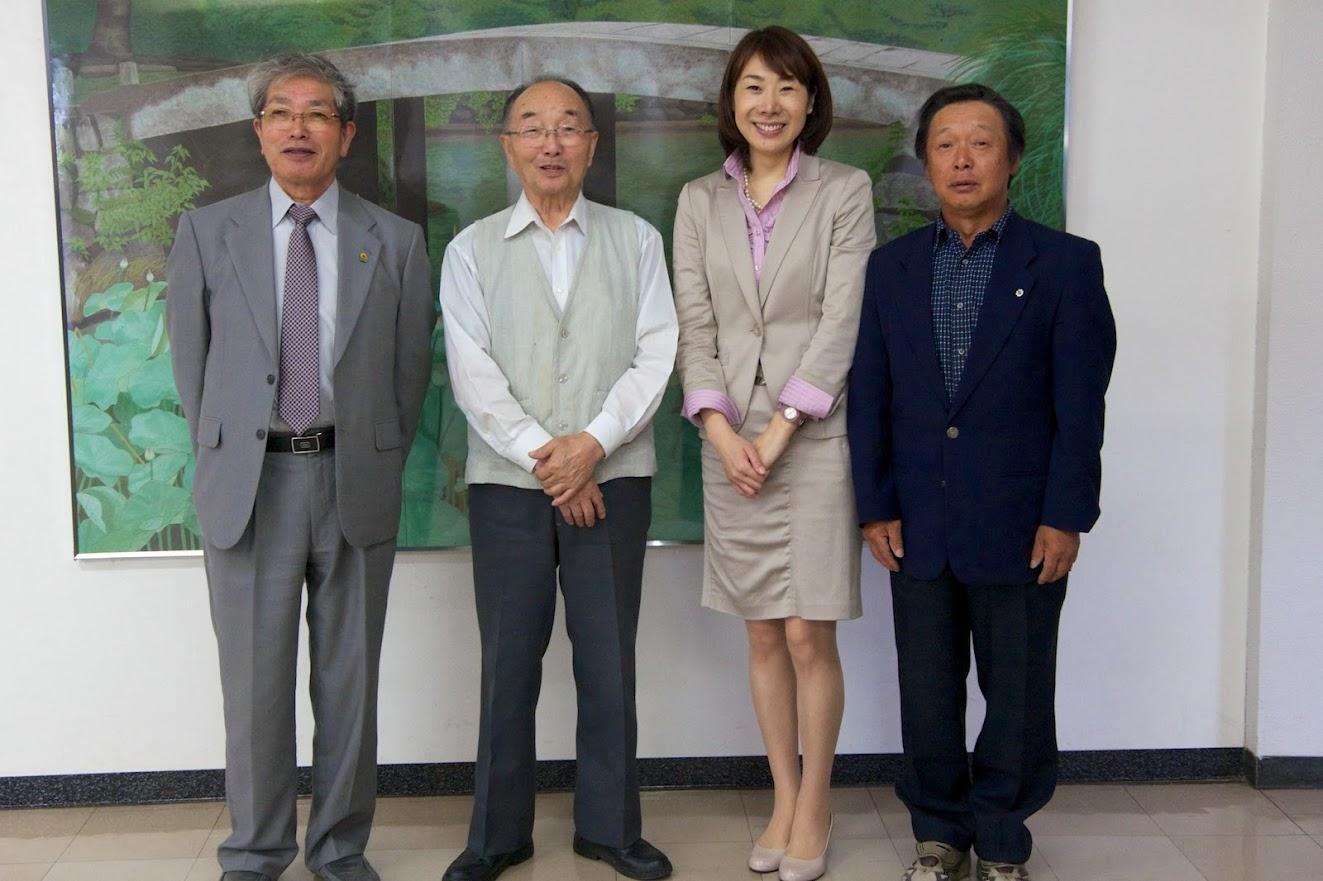 左より:黒千石事業協同組合・高田幸男 理事長、菅井貴子さん、同組合・村井宣夫 会長、辻正昭 副理事長