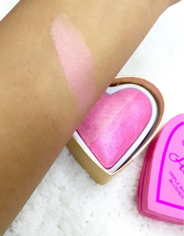Makeup Revolution : I Heart Makeup Blushing Hearts Triple Baked Blusher in BLUSHING HEART.