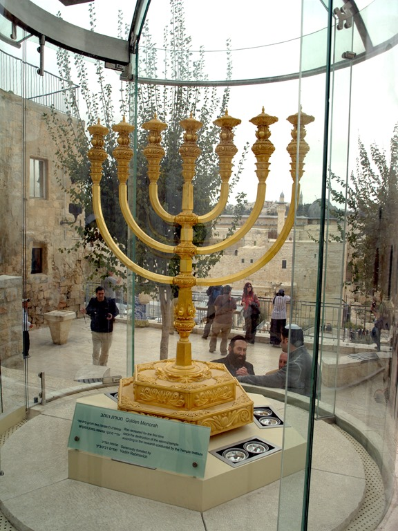 [The_Golden_Menorah_replica_in_Jerusalem+%281%29%5B3%5D]