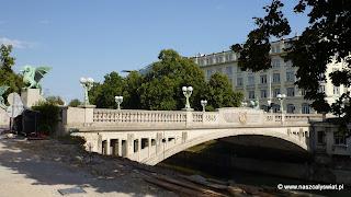 Most Smoków