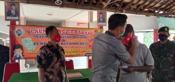 Program Kemendes Setengah Milyar Masker ,Kades Kaliwining Jember Laksanakan.