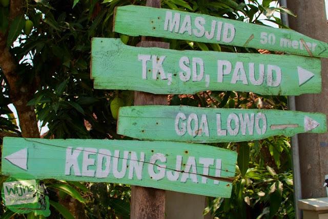 papan petunjuk arah menuju Gua Lawa yang ada di Dusun Nogosari, Selopamioro, Imogiri, Bantul, Yogyakarta