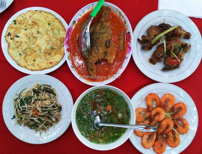gambar makanan lunch di sungai mekong