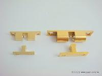 裝潢五金品名:銅雙珠戶擋規格:40MM/60/MM材質:銅製品顏色:金色功能:裝在櫥櫃門上防止門片打開玖品五金