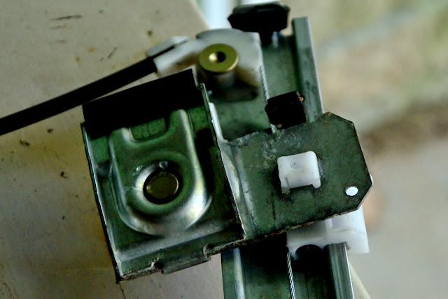 Remplacement mécanisme vitre avant gauche 20141109_1153_02