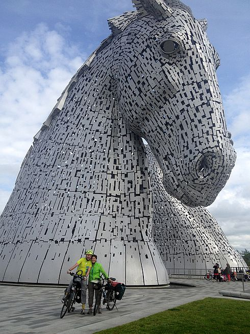 Chris & Miri an den Kelpies, Falkirk