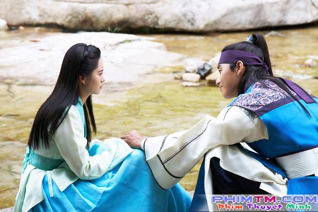 Hwarang: Vừa nói yêu Go Ara, Park Seo Joon lĩnh ngay một mũi tên chí mạng - Ảnh 8.