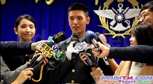 """""""Hậu Duệ Mặt Trời"""" Đài Loan được khen đẹp hơn Song Joong Ki - Ảnh 4."""