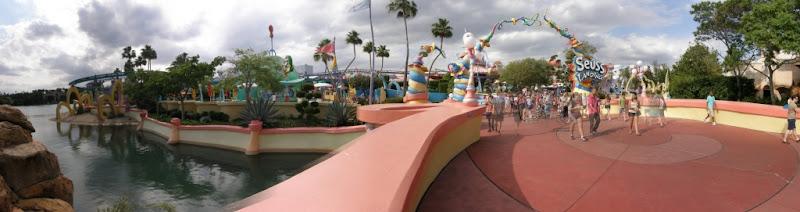 [Floride 2011 - Trip Report] WDW,DCL,USO,IOA,KSC,DC,BG,SW,ETC ... - Page 5 Pano_IOA_Seuss_Landing