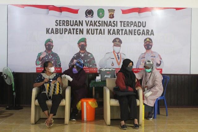 Kodim Kutai Kartanegara Lakukan Serbuan Vaksinasi Tahap Dua Warakawuri, Purnawirawan dan Persit