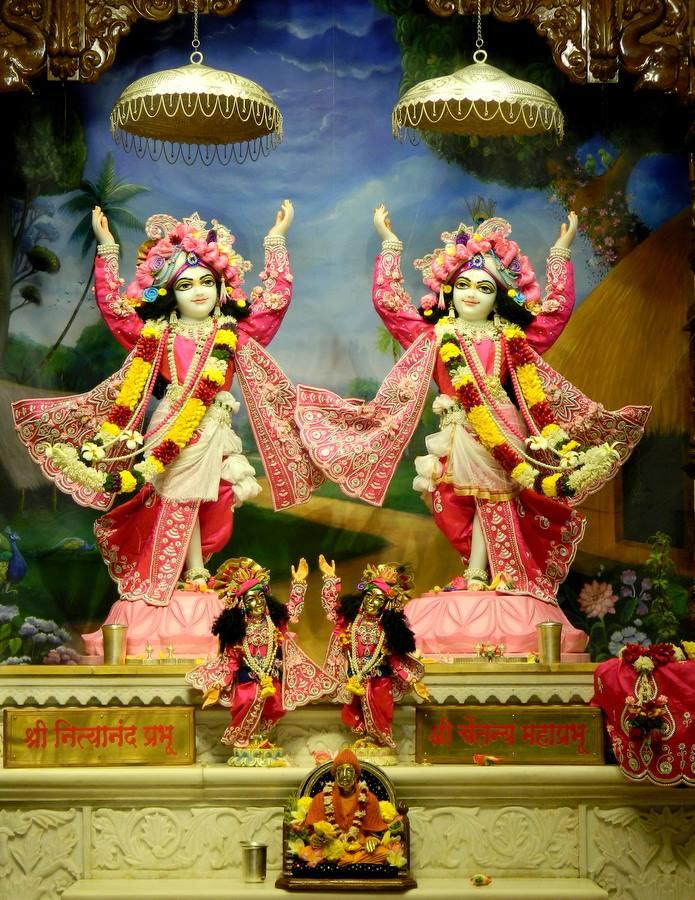 ISKCON Pune NVCC Deity Darshan 08 Jan 2017 (12)
