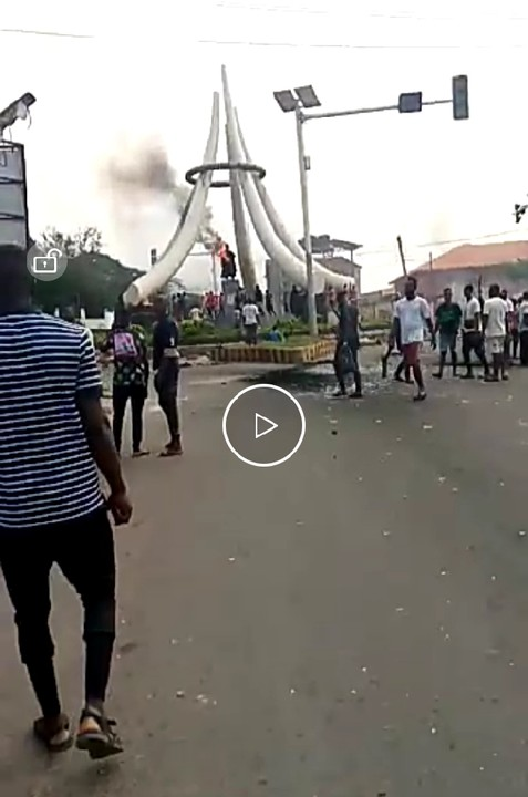 Zik Statue At DMGS Roundabout Onitsha Is On Fire