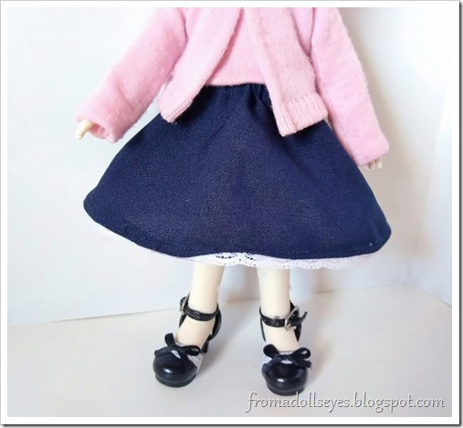 Follow the tutorial link for instructions to make the half circle doll skirt to go with the sweater set.