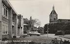Uithuizen. Kerkplein met N.H Kerk. Gebouw waar de auto's voor staan is de Boerenleenbank. Ongelopen