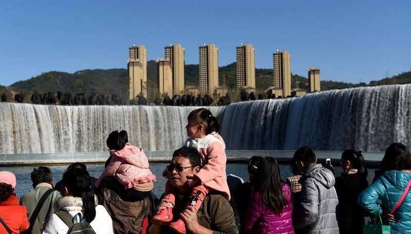 china-artificial-waterfall-kunming-5