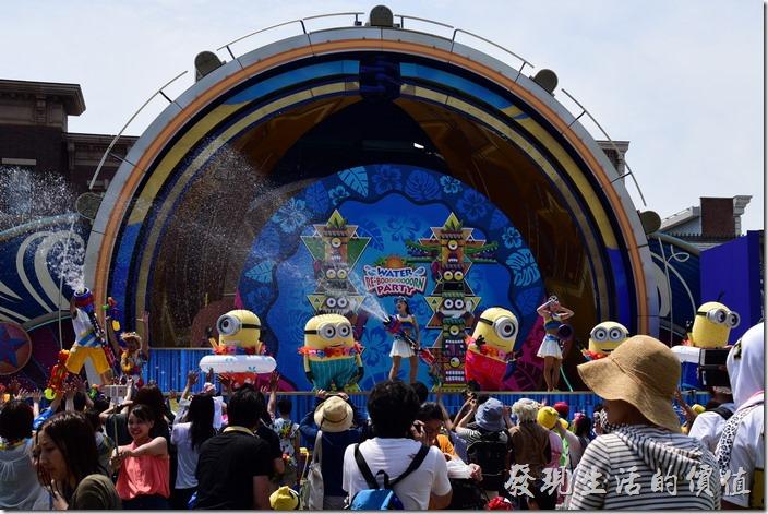日本大阪-環球影城。開始噴水了,而且水槍噴得老遠,不想配噴溼的快跑!