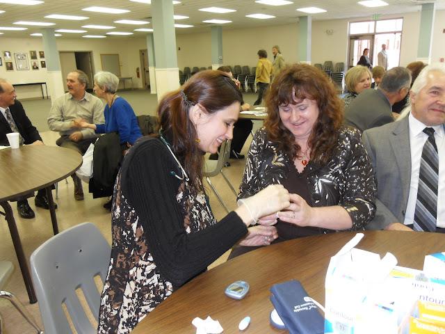 Spotkanie medyczne z Dr. Elizabeth Mikrut przy kawie i pączkach. Zdjęcia B. Kołodyński - SDC13631.JPG