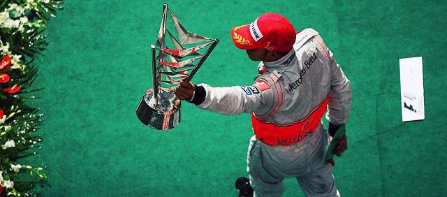 Lewis Hamilton celebra su victoria en China 2008