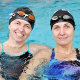Н.Аносова (3 место) и С.Исаева (1 место) - победители заплывов.