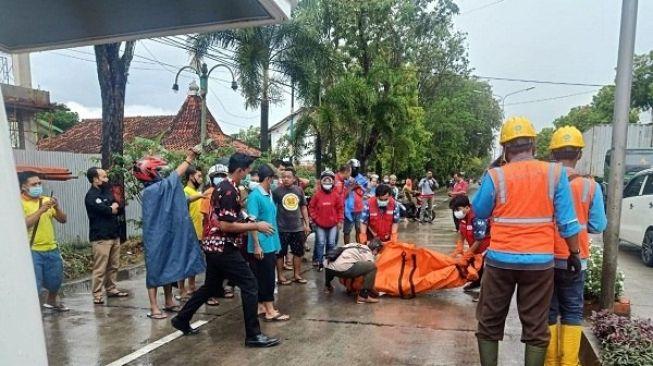 Pegang Tiang Lampu Penerangan Jalan, Bocah di Grobogan Tersetrum dan Meninggal