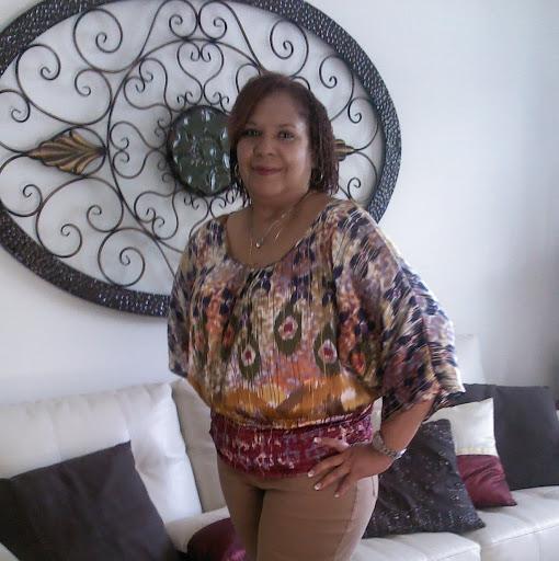 Julie Vazquez Photo 30