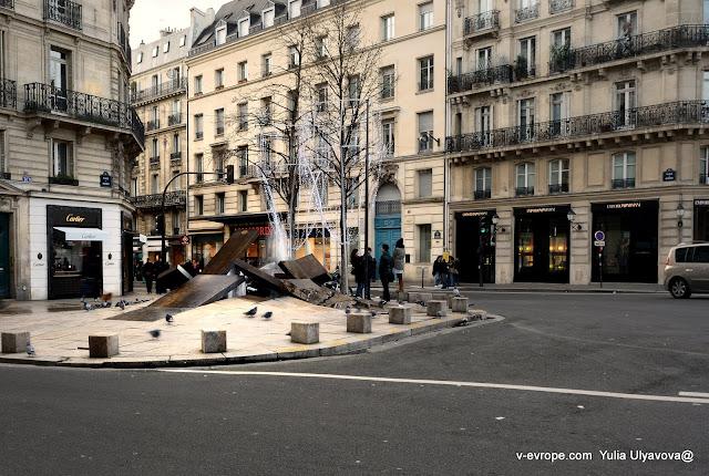 Как будто разверзлись каменные плиты. Фонтан в Париже