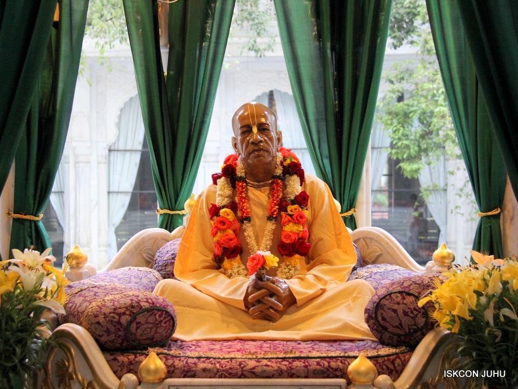 ISKCON Juhu Sringar Deity Darshan 10 Jan 2017 (49)