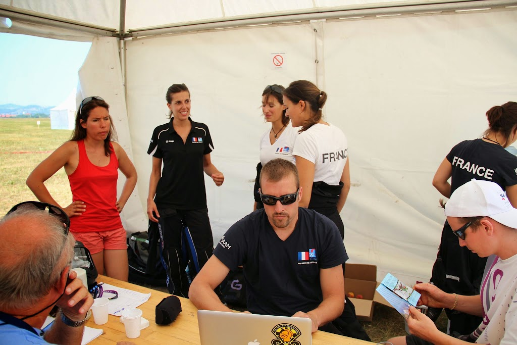 38-PARACHUTISME CHAMPIONNAT EUROPE BOSNIE 2013-VR4 FEMININ attente results 10eSAUT