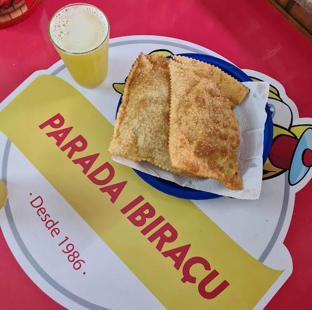 Pastel e caldo de cana na Parada Ibiraçu.