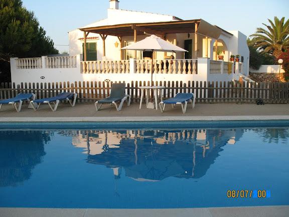 casa de campo y piscina
