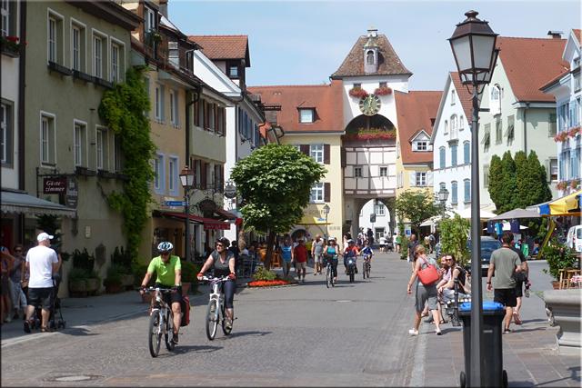 Zona baja de la ciudad (Unterstadtstrasse), con la torre Unterstadttor y su reloj