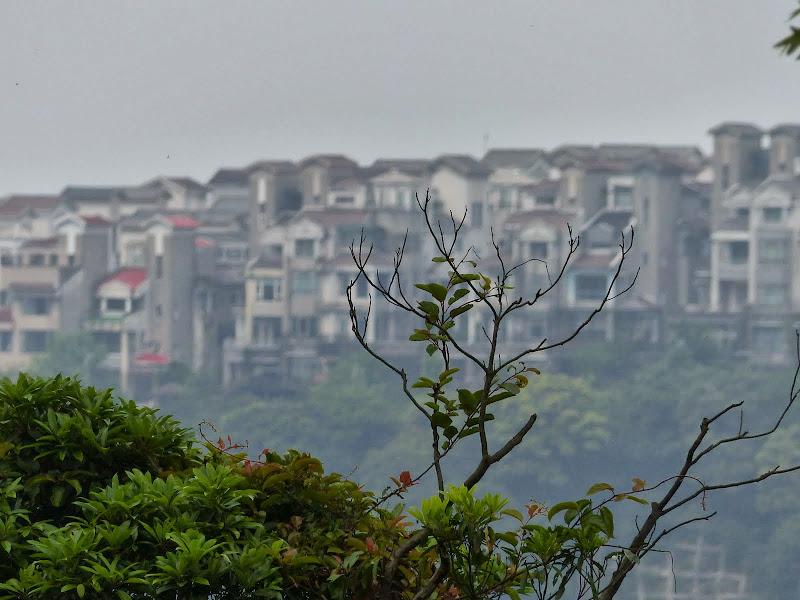 Au loin Shan Jih, ravissant village dit village d artistes