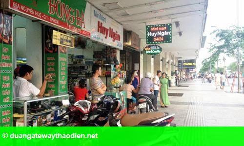 Hình 1: Kinh doanh ế ẩm trên phố đi bộ Nguyễn Huệ
