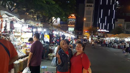 MEMBELI BELAH DI KAMPUNG MELAYU VIETNAM