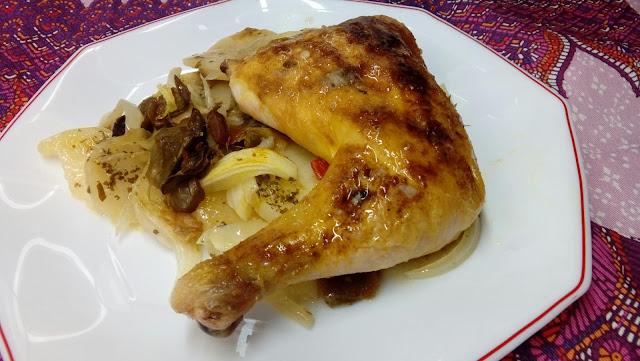 Pollo asado con aroma de curry, patatas y verduras