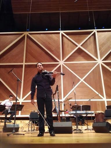 El violinista Néstor Aponte se lució como parte del Ensamble de Música Venezolana Simón Bolívar