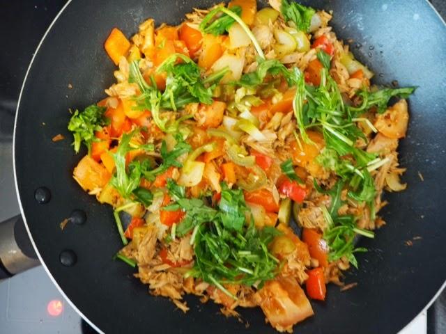 paprika, sipuli, omeletti, rucola, tonnikala, tuna,