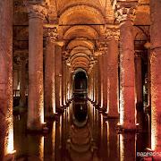 Скрита под земята, много близо до основния булевард, на който се намира Света София, Цистерна Базилика е едно от неоспоримите доказателства за богата история на Истанбул. Входът им е на 150 метра в югозападна посока от Света София.