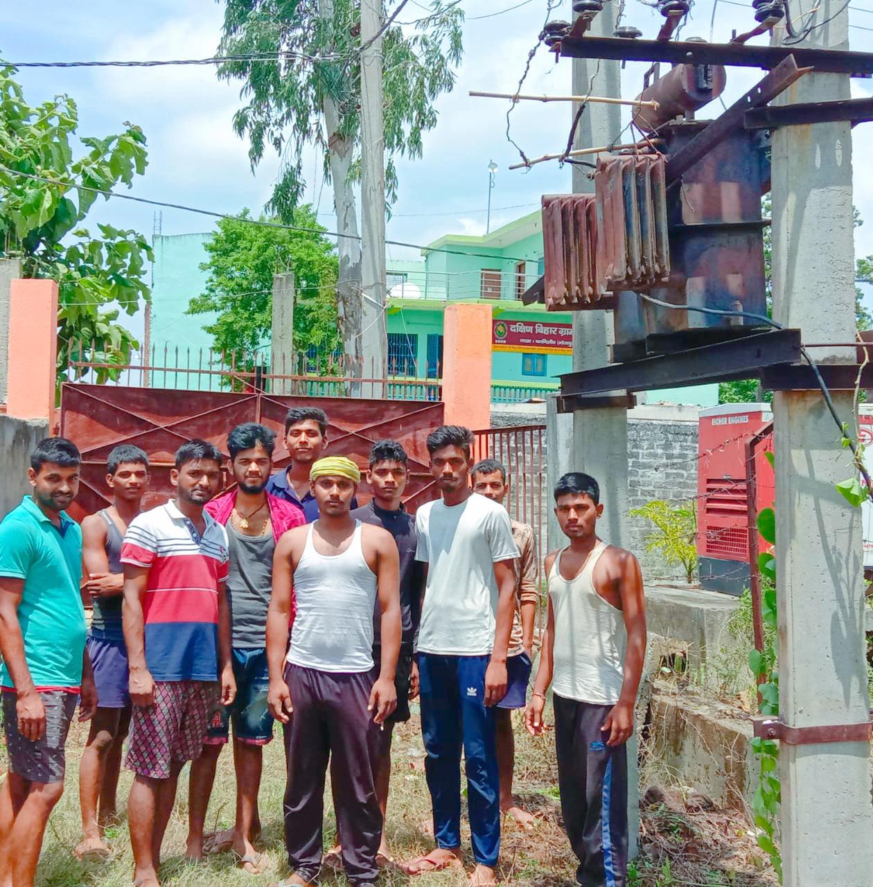 बिजली गुल: ट्रांसफार्मर जलने से पांच हजार की आबादी वाला गांव अंधेरा,  तीन में दो ट्रांसफार्मर खराब