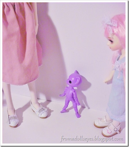 Unboxing a Hujoo Nano Freya, a super tiny purple cat ball jointed doll.