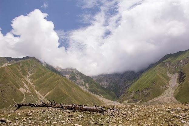 Babadag: Na posvátnou horu jedině kamazem a v bačkůrkách Ázerbájdžán Kavkaz