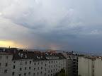 Gewittrige Stimmung über Wien Richtung Wienerwald gesehen. #Wetter#Gewitter