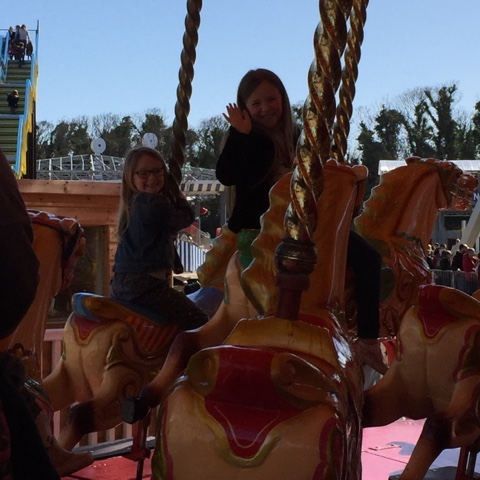 dreanmland-carousel