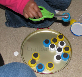 Magnetic bottle lid play