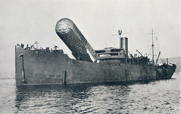 3- HMS CANNING. Posiblemente los diseñadores del Dedalo se basaran en el para los servicios de aerostación. De la revista Shipbuilding and Shipping Record. 23 de marzo de 1916.JPG