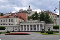 15 vilnius parterre de fleurs devant le palais du gouvernement