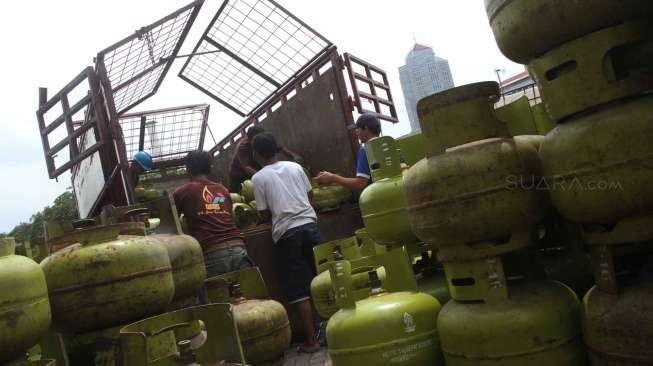 Sempat Terekam Kamera CCTV, Tiga Pria Bobol Agen Gas Elpiji Milik Anggota Dewan